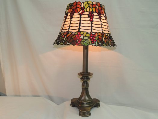 holly stained glass table lamp